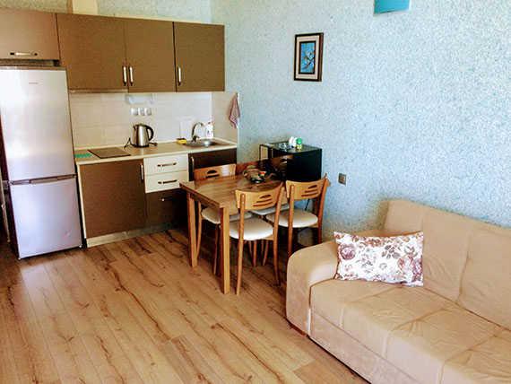 Отдельная гостиная с кухней в Батуми
