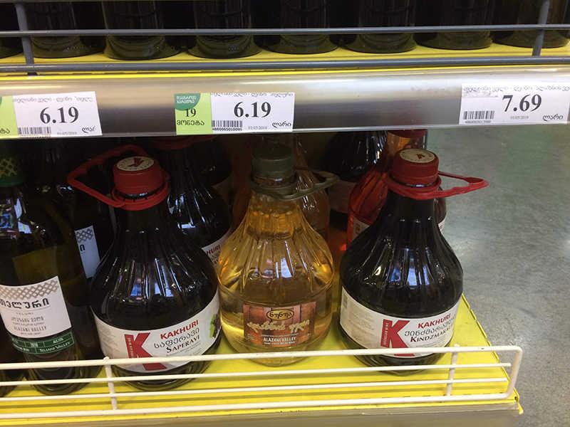 gruzinskoe-vino-v-plastikovyh-butylkah