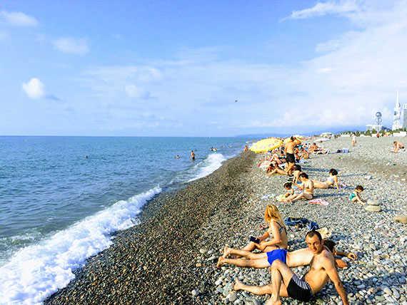 пляж Батуми в июне