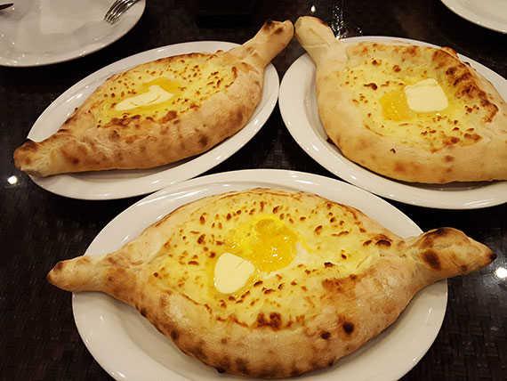 3 аджарских хачапури в ресторане Аджарский дом