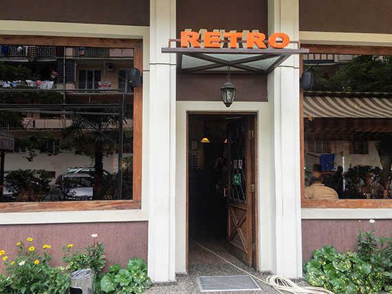 вход в ресторан ретро в батуми