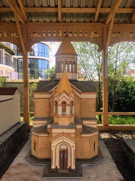 Армянская апостольская церковь макет в Батуми