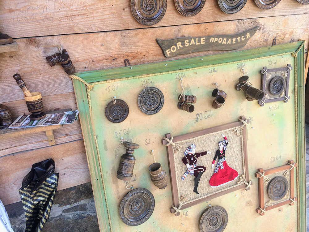 продажа сувениров в этнографическом музее борджгало