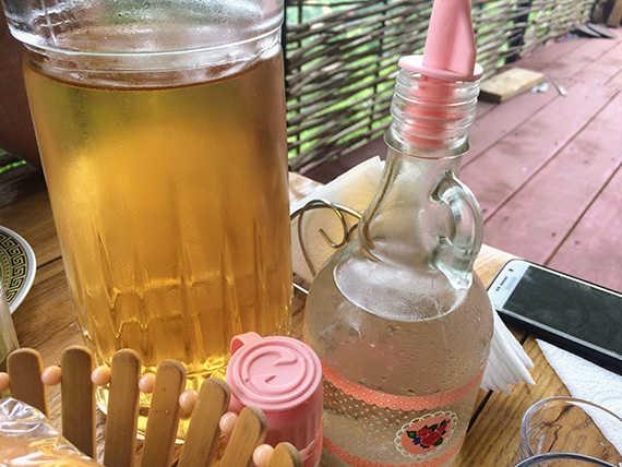 домашнее грузинское вино и чача