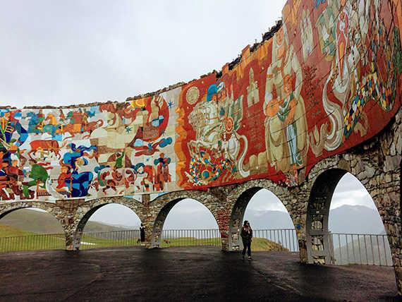 арка дружбы народов казбеги