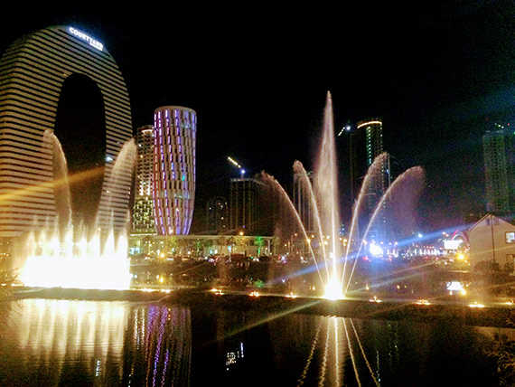 батуми танцующие фонтаны ночью